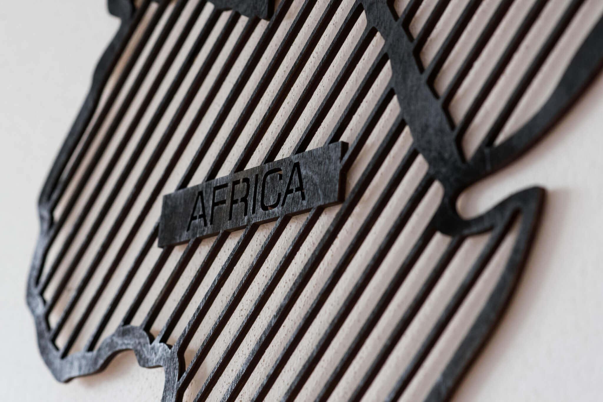 LINE Holzkarte der Welt - L - Abenteurer - Detail